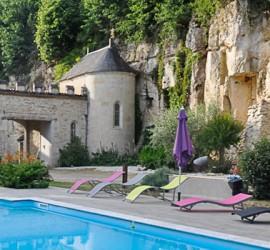 La piscine est en libre accès avec la location d'une chambre d'hôtes